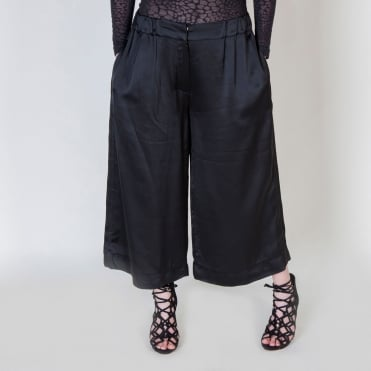 Evening Crop Trouser in Black