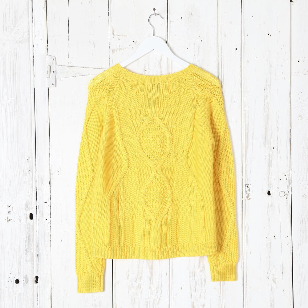 Free Knitting Scarf Pattern : Essentiel Cable Knit Jumper in Yellow