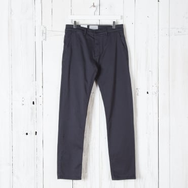 Adan Classic Chino in Navy